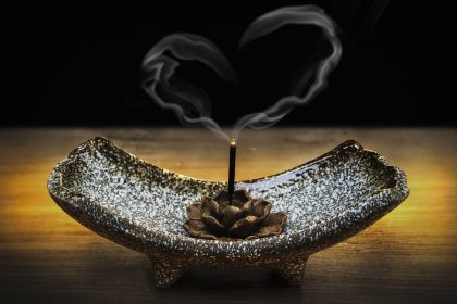 Mantra-Incense_BURNING_INCENSE_for_CONCENTRATION